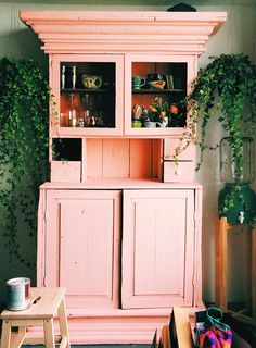 Lately I stumbled upon Viyet - the interior design marketplace with lots of amazing furniture, lighting and decor pieces. Pink Furniture, Painted Furniture, Creation Deco, Interior Decorating, Interior Design, My New Room, Furniture Makeover, Hutch Makeover, Living Spaces