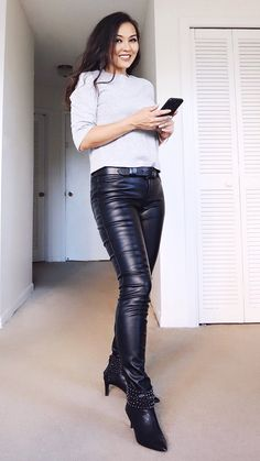 Tight Leather Pants, Leather Pants Outfit, Leather Trousers, Leather Outfits, Shiny Leggings, Leggings Are Not Pants, Leather Fashion, Sexy Outfits, Pants For Women