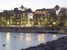 L'Estanyol Beach | This urban beach is one of the most beautiful in the Sitges promenade #BCNmoltmes #beach #coast #garraf #mediterranean