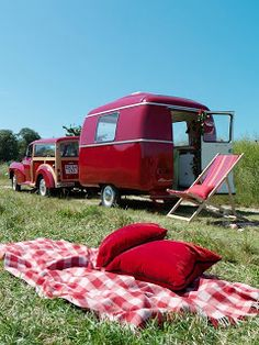 oooh! how cool would THIS be to travel through a soft portion of Life in? :D Vintage Campers