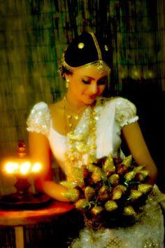 Kandyan bride, blouse (sweetheart neck)