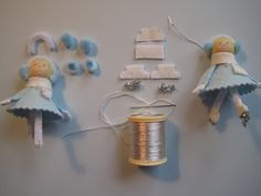 Cute little felt ice skating ornaments. Love the story blogs that goes with the tutorials on this website.