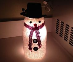 Tis the season for holiday decorating and this is a simple craft project will make an adorable addition to your holiday decor