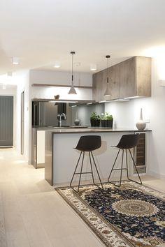 Дизайн кухни-студии: 85 лучших реализаций и тонкости студийной планировки http://happymodern.ru/dizajn-kuxni-studii-85-foto-kogda-gotovit-priyatno/ Дополнительная подсветка рабочих зон, а также барной стойки подчеркнет дизайн кухни-студии в светлых тонах и увеличит полезное пространство