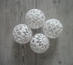 Christmas Ornaments  Crocheted Christmas Balls  door MadeByGoshia