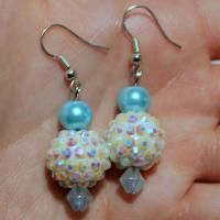 Wanna know how to make rhinestone earrings at home? This project will guide you to make a pair of easy beaded earrings with super easy technique in just 2 minutes!