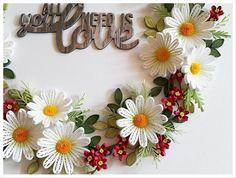 흰꽃 화환입니다.작은 빨간꽃..제가 손이 커서 그런가 작은 꽃 만들기가 넘 힘듭니다.^^빨간 꽃의 지름은 1...