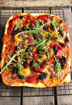 Vegetarian recipe - Veggie pizza with peppers - Primeal: organic plants - Recette - Salad Recipes Healthy Easy Smoothie Recipes, Healthy Salad Recipes, Vegetarian Recipes, Vegetarian Wraps, Healthy Smoothie, Wrap Recipes, Pizza Recipes, Gourmet Recipes, Burger Recipes