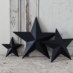 home decor diy -- how to make cardboard stars. easy easy diy, can be done with sturdy craft paper too. great way to add oomph, especially to a little kid's room Cute Crafts, Crafts To Make, Arts And Crafts, Diy Crafts, Decor Crafts, Diy Projects To Try, Craft Projects, Craft Ideas, Project Ideas