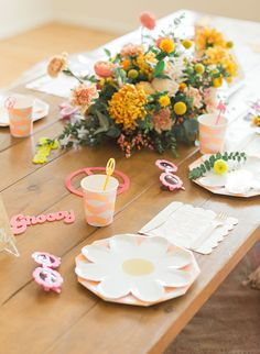 flowers Birthday Party, Flower Power Birthday Party - Inspired by This Hippie Birthday Party, Hippie Party, First Birthday Party Themes, Picnic Birthday, Baby Birthday, Flower Birthday, 16th Birthday, Birthday Ideas, Flower Power Party