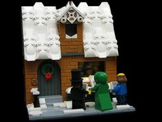 The Carolers. Check out the smart use of some pieces in the roof. Lego Christmas Sets, Lego Christmas Village, Lego Winter Village, Lego Sets, Lego Jokes, Lego Gingerbread House, Casa Lego, Lego Furniture, Lego Pictures