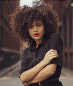 Big Afro hairstyles are basically the bigger and greater version of the Afro hairstyles. Afro which is sometimes shortened as 'FRO, is a hairstyle worn naturally outward by The African American black people. Pelo Natural, Natural Hair Updo, Natural Hair Journey, Natural Hair Styles, Natural Curls, Kinky Curly Hair, Curly Hair Styles, Big Hair Dont Care, Hair Care