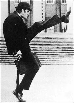 Monty Python John Cleese Ministry of Silly Walks Julian Lennon, British Humor, British Comedy, Morrison Hotel, Cosplay Anime, Raining Men, Cultura Pop, George Harrison, Funny People