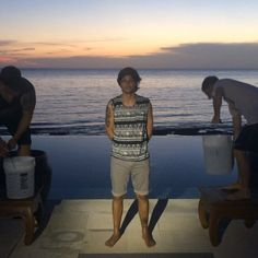 Louis Tomlinson doing the ALS ice bucket challenge! (click on it)