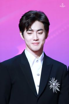 Can you see?Everytime when suho wore a suit on him.he looks like a CEO that lost in kpopers. Baekhyun Chanyeol, K Pop, Exo Korean, Mnet Asian Music Awards, Good Luck To You, Kim Junmyeon, Jaehyun, K Idols, Korean Singer