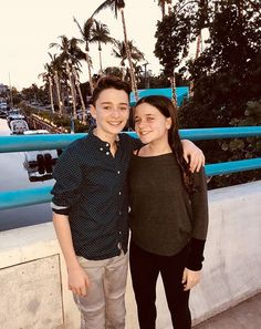 Noah Schnapp with his twin sister Chloe Stranger Things Actors, Stranger Things Funny, Stranger Things Netflix, Future Boyfriend, To My Future Husband, Charlie Brown, Chantel Jeffries, Love Me Like, Millie Bobby Brown