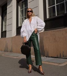 How To Coordinate Your Accessories For A New Look – Fashion Trends Fall Fashion Trends, Fall Trends, Autumn Fashion, Fall Fashion Week, Oversized White Shirt, Oversized Blouse, Oversized Shirt Outfit, Look Fashion, Girl Fashion