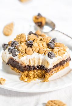 Chocolate Peanut Butter Dream Bars - Nutter Butter crust, chocolate pudding, and peanut butter cream cheese filling!! Easy, almost no-bake, and beyond AMAZING!! Lives up to their dreamy name!!