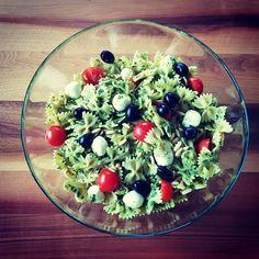 Nestíháte, nevíte, co vařit a potřebujete poradit? Dáme vám inspiraci na zdravé rychlé obědy, po kterých nepřiberete a zvládne je každý. Cobb Salad, Food And Drink, Recipes, Anna, Instagram, Diet, Thermomix, Weather, Recipies
