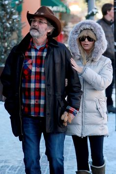 Goldie Hawn and Kurt Russell took a romantic stroll to check out the snowy streets of Aspen together on Dec. 21 in Colo. 2012.
