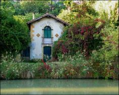 """Villa Odette"", Carcassonne, on Canal du Midi. Around the city, picturesque landscapes reveal themselves under the gaze of visitors. House-boats that do not require permits are available for rental to discover this area along the waterways."