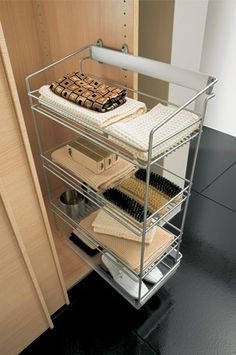 Organize a man's closet