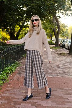 Spring Fashion Trends, Winter Fashion, Faithfull The Brand, Plaid Pants, Casual Winter Outfits, Style Inspiration, Winter Style, How To Wear, Outfit Ideas