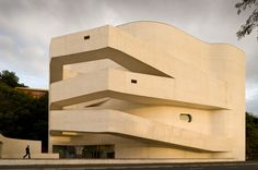 (Could be museum) Iberê Camargo Foundation: Standards and Variations