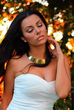 #longhair #whitedress #forest #sunset #model #gold #statementnecklace #pearl #studearrings #portrait #neutralmakeup #nude #eyes #peach #lipstick