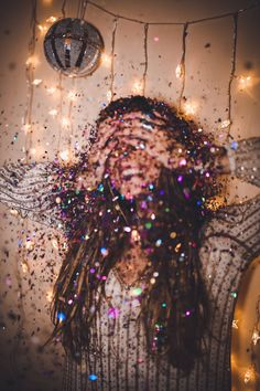 Made of glitter ᵁᴺᴬᴾᴼᴸᴼᴳᴱᵀᴵᶜ ᴰᴱᴱ - photography inspiration - Photographie Artsy Fotos, Artsy Bilder, Artsy Pics, Glitter Photography, Portrait Photography, Motion Photography, Perspective Photography, Shotting Photo, Foto Shoot
