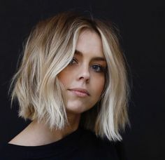 Our collection of short hair trends will surprise you. You will see all the faves among celebrities. Get inspired for your own trendy short cut. hair Frisuren 36 Latest Short Hair Trends for Winter 2017 - 2018 Ombré Hair, New Hair, Your Hair, Hair Bobs, Messy Hair, Messy Curls, Bobs For Fine Hair, Messy Lob, Messy Waves
