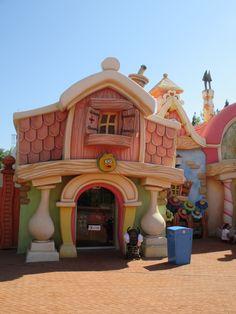 Port aventura Universal Parks, Cartoon House, Parking Design, Create Space, Case, My Dream Home, My Little Pony, Playground, Gazebo