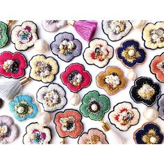 Flower Embroidery Designs, Beaded Embroidery, Embroidery Stitches, Diy Jewelry, Handmade Jewelry, Jewelry Making, Handmade Accessories, Jewelry Accessories, Gold Work