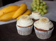 Капкейк - это все тот же маленький кекс. От маффина от отличается тем, что в большинстве случаев покрывается кремом или глазурью. По сути, это уже получается почти пирожное  . Эти кексы обладают ярко выраженным банановым ароматом,который хорошо подчеркивается корицей в креме.Для приготовления крема лучше использовать покупную пудру - она гораздо мельче домашней и не [...]
