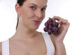 Гроздето е един от плодовете, които съдържат най-много захар, така че ще ви свърши добра работа. Освен, че ще задоволи вашия апетит, то ще ви снабди с много полезни вещества.