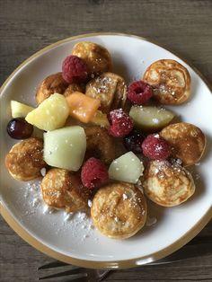 Poffertjes met vers fruit en poedersuiker, een succes bij alle kinderen!