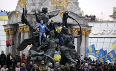 Supporters of EU integration hold a rally in the Maidan Nezalezhnosti or Independence Square in central Kiev, on December 1, 2013. (Reuters/Stoyan Nenov)