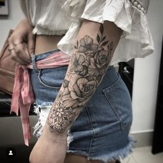Tattoos For Women Half Sleeve, Hand Tattoos For Women, Floral Tattoo Design, Flower Tattoo Designs, Cute Tattoos, Small Tattoos, Tatoos, Forearm Tattoos, Body Art Tattoos