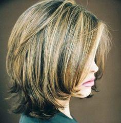 női frizurák félhosszú hajból - félhosszú frizura lépcsőzetesen vágva