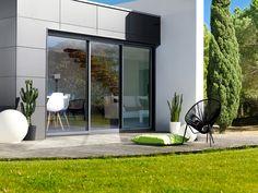 Détail extérieur de la baie coulissante 3 rails K•LINE Sweet Home, Mirror, Architecture, Instagram Posts, Outdoor, Furniture, Nouveau Look, Home Decor, Decor Ideas