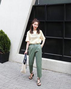 Korean Street Fashion - Life Is Fun Silo Korean Fashion School, Korean Fashion Street Casual, Korean Fashion Kpop, Korean Fashion Winter, Korean Fashion Trends, Korea Fashion, Korean Outfits, Look Fashion, Daily Fashion