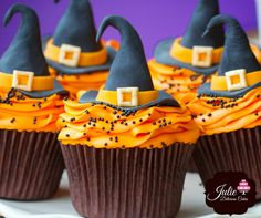 Hallow-licious!! Getting ready for the spookiest day of the year- Halloween #Hallowlicious #halloween #cupcakes #spookyparty #desserts https://www.facebook.com/juliedeliciouscakes/
