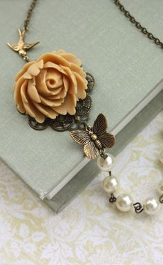 vintage inspired necklace :: gorgeous!