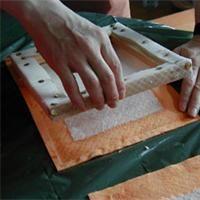 Fabrication de papier recyclé avec un tamis fait-maison Technique de fabrication