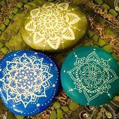 Playing around with rocks #paintedstones #rocks #mandala #mandalas #mandala_sharing #mandalaart #posca #acrylic #ink #dippen #blue #green #white #boho #pixie