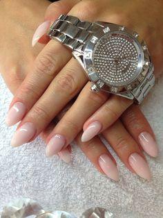 Cnd Brisa gel. Naturligt look. Nails.