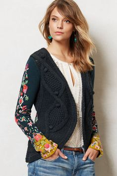 Anthropologie Stitched Flora Cardigan Sz S, Embroidered Sweater Sleeping On Snow Image Fashion, Look Fashion, Womens Fashion, Look Hippie Chic, Boho Chic, Sweater Outfits, Cute Outfits, Sweater Cardigan, Handgestrickte Pullover