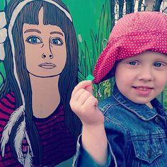 """What do you mean the paint is peeling, mommy? Like this?"" #streetart #kairo #supilinn #soupystyle #naivism #Tartu #tänavakunst"