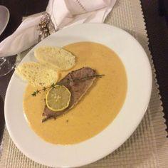 Sviečková na smotane • recept • bonvivani.sk Hummus, Thai Red Curry, Cooking, Ethnic Recipes, Food, Homemade Hummus, Cuisine, Kitchen, Meal