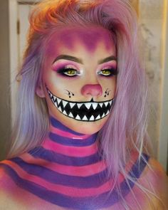 Looking for for ideas for your Halloween make-up? Browse around this website for creepy Halloween makeup looks. Cute Halloween Makeup, Halloween Makeup Looks, Halloween Kostüm, Halloween Photos, Creepy Halloween Costumes, Fairy Costumes, Creepy Clown Makeup, Halloween Makeup Artist, Halloween Inspo